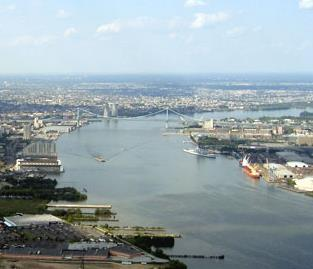 Photo of a reach of the Delaware River with Philadelphia, Pennsylvania and Camden, New Jersey on either side.